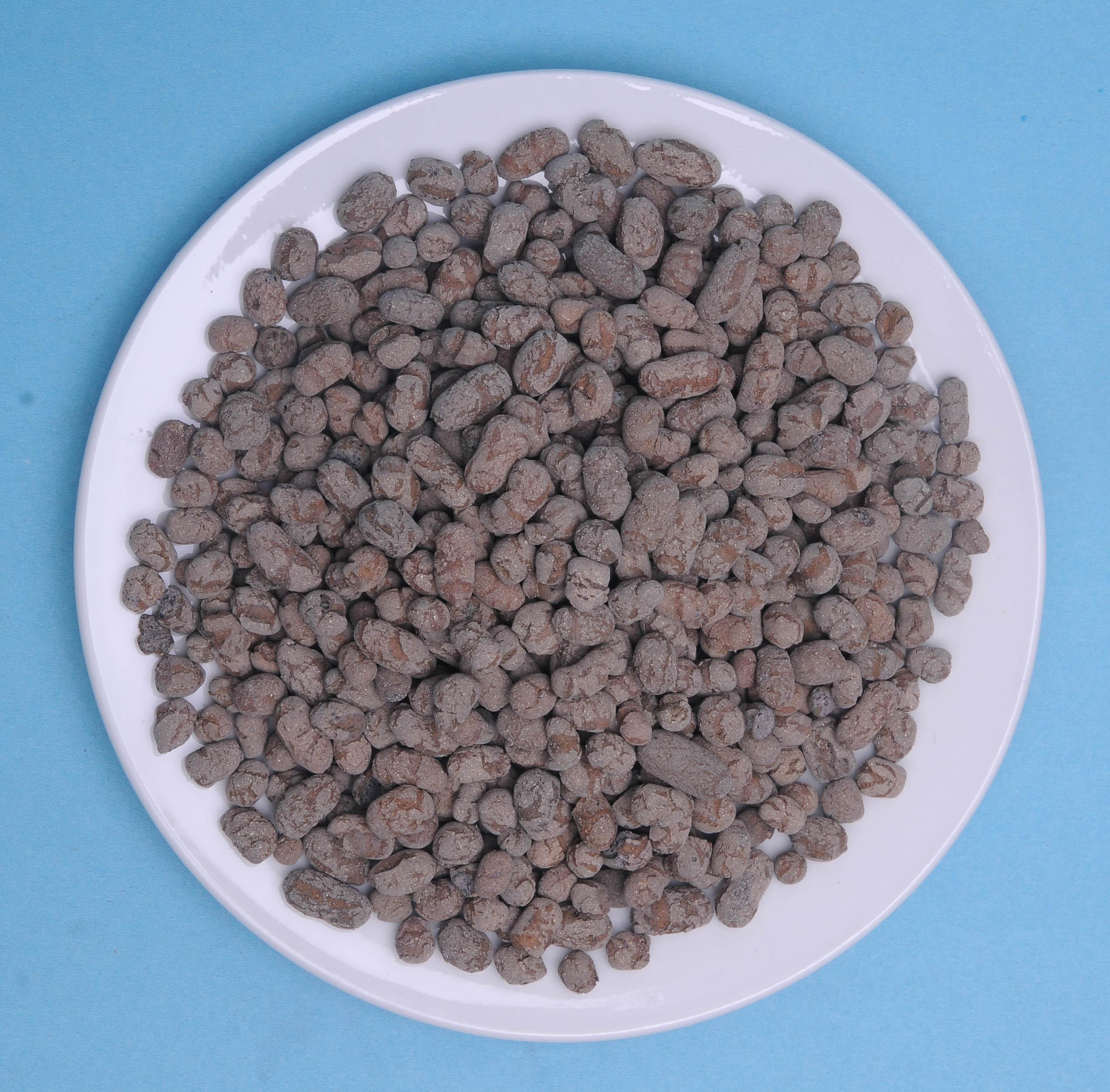 生物陶粒滤料是以粘土为主要生产原料,掺合一定比例的粘合剂、成孔剂、无机骨料经配料、搪粒成球、高温烧制、筛分等一系列工艺加工而成的类球粒状材料。其主要成份为偏铝硅酸盐,呈深褐色或灰褐色、颗粒粒径可根据不同要求生产。高效生物陶粒在物理微观结构方面表现为粗糙多微孔,其密度适中、强度高、耐摩擦、物化性能稳定、不向水体释放有毒有害物,这些特点使高效生物陶粒特别适合于微生物在其表面生长、繁殖。现代水处理工艺充分利用了这些特性,使其成为水处理特别是污水、微污染水源水生物预处理以及给水过滤技术的理想滤料。 滤料>生